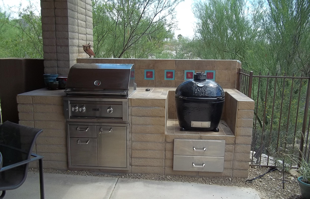 Lynx Professional Grill with Large Primo Smoker